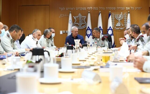 Defense Minister Benny Gantz and IDF Chief of Staff Aviv Kochavi hold a meeting of the General Staff Forum to review last month's Guardian of the Walls operation, June 10, 2021. (Elad Malka)