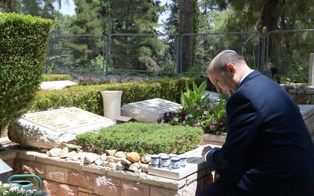 Naftali Bennett visiting the grave of Lt. Col. Emmanuel Moreno, at Mount Herzl in Jerusalem on June 14, 2021. (Amos Ben-Gershom/GPO)