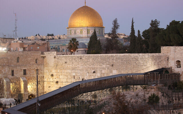 A general view of the wooden footbridge leading up from the Western Wall compound to the Temple Mount in Jerusalem's Old City, December 11, 2011. (Nati Shohat/Flash90)