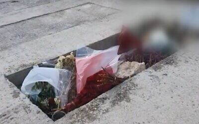 The grave of an IDF officer who died in jail under unclear circumstances (Screen grab/Kan)