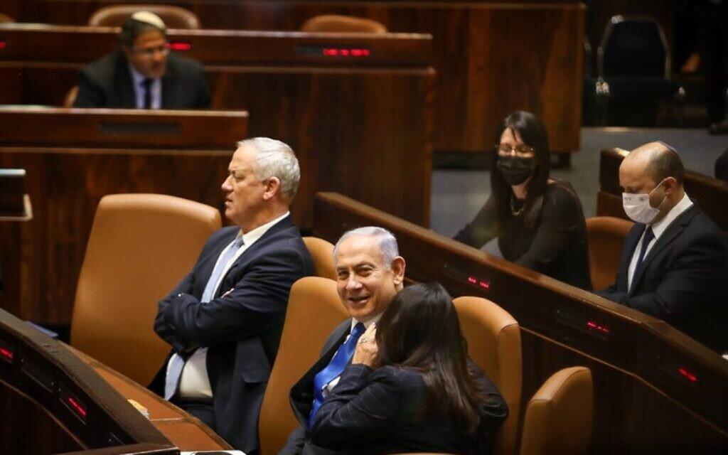 Defense Minister Benny Gantz and outgoing prime minister Benjamin Netanyahu seen at the Knesset plenum, June 13, 2021 (Noam Moskowitz/Knesset)