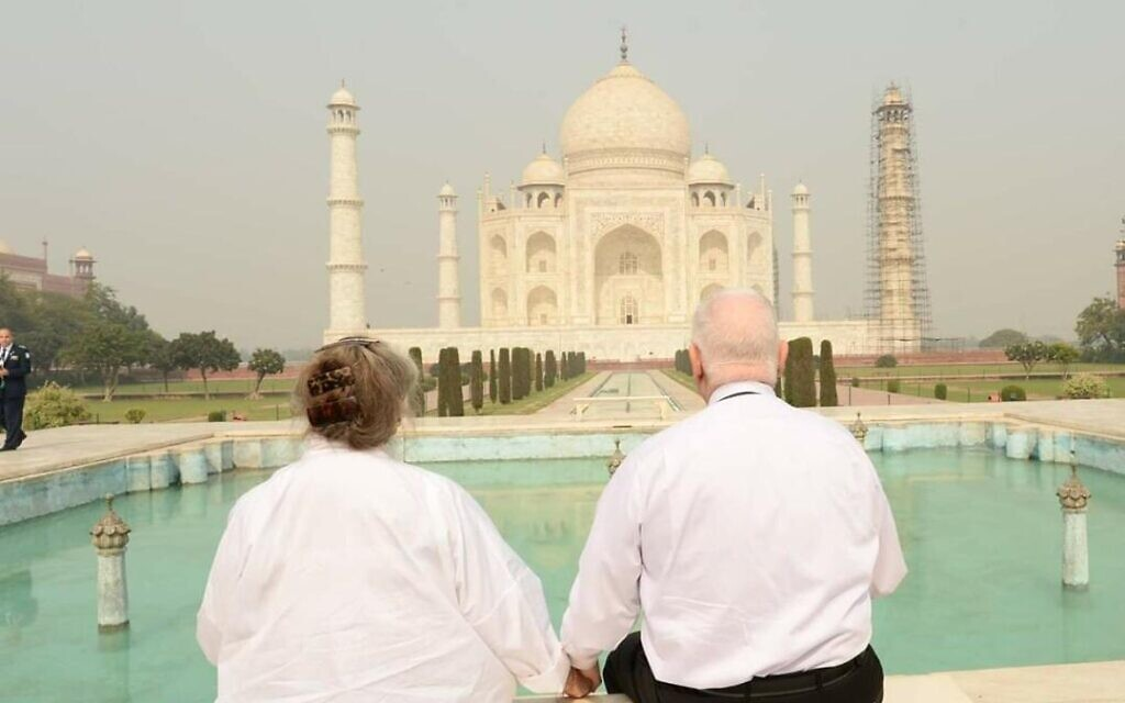President Reuven Rivlin and his wife Nechama at the Tal Mahal in India,16 November 2016. (Mark Neyman/GPO)