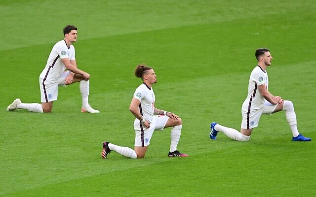 In this photo taken on June 22, 2021 (L-R) England's defender Harry Maguire, England's midfielder Kalvin Phillips and England's midfielder Declan Rice take the knee prior to the UEFA EURO 2020 Group D football match between Czech Republic and England at Wembley Stadium in London. (NEIL HALL / POOL / AFP)