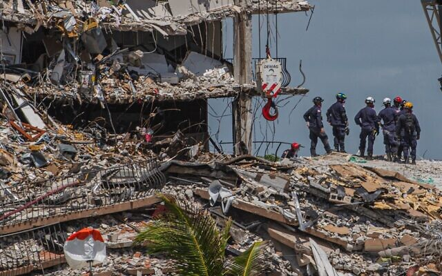 Search and Rescue teams look for possible survivors in the partially collapsed 12-story Champlain Towers South condo building on June 27, 2021 in Surfside, Florida. (Giorgio Viera / AFP)