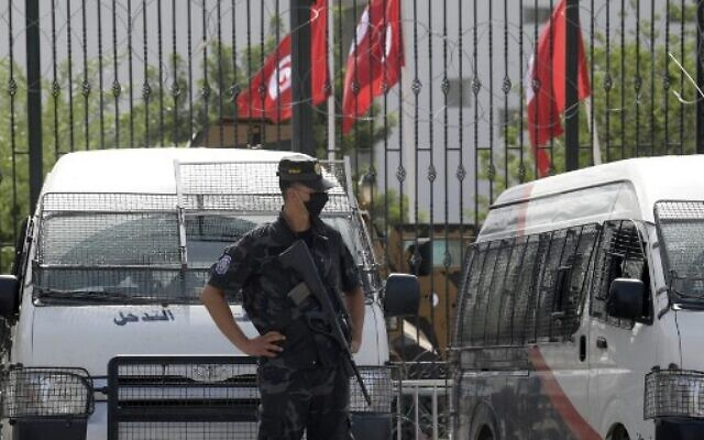 Tunisian police stand guard outside the parliament in Tunis on July 27, 2021. (Photo by FETHI BELAID / AFP)