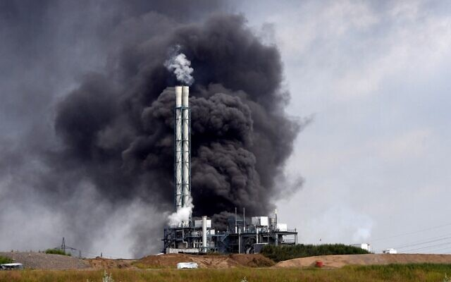 Smoke rises from a landfill and waste incineration area at the Chempark industrial park run by operator Currenta following an explosion in Leverkusen's Buerrig district, western Germany, on July 27, 2021.(Roberto Pfeil / AFP)