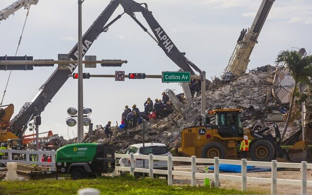 Rescue workers continue working on a pile of debris after the partially collapsed 12-story Champlain Towers South condo was taken down with a controlled demolition on July 5, 2021 in Surfside, Florida (Saul MARTINEZ / GETTY IMAGES NORTH AMERICA / Getty Images via AFP)