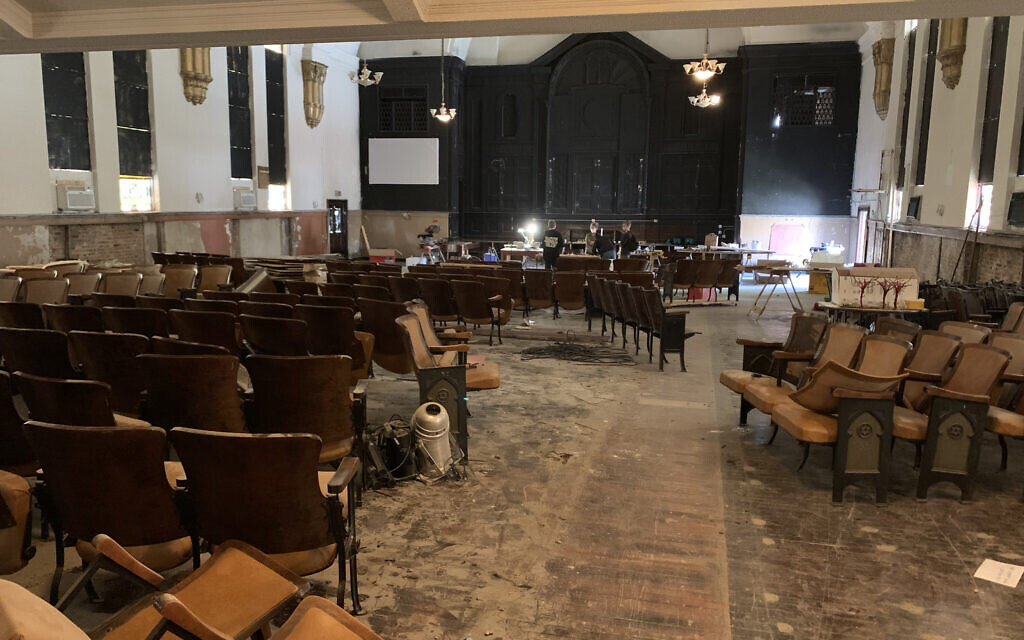 The former Congregation B'nai Bezalel building in Chicago's Woodlawn neighborhood hasn't held a synagogue in more than half a century. Now a local Jewish couple plan to rehabilitate the space into a carbon-neutral living and co-working facility, with Jewish components. (Naomi Waxman/JTA)