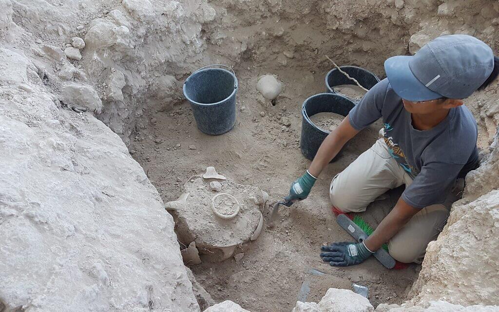 Excavation of the silo where the Jerubbaal inscription was found. (Yossi Garfinkel, Hebrew University of Jerusalem)
