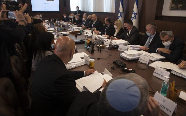 Prime Minister Naftali Bennett chairs the weekly cabinet meeting in Jerusalem, June 27, 2021. (AP Photo/Maya Alleruzzo, Pool)