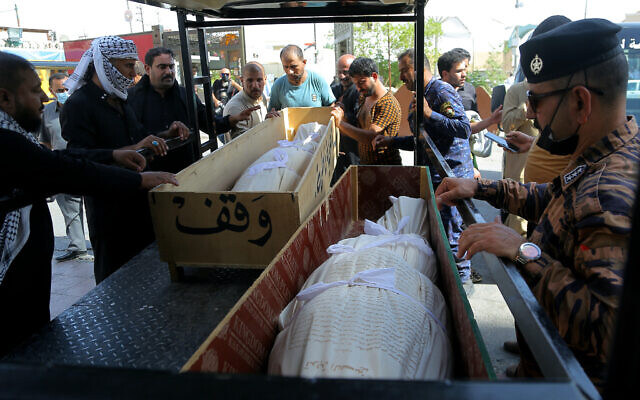 Mourners prepare to bury hospital fire victims in Najaf, Iraq, July 13, 2021 (AP Photo/Anmar Khalil)