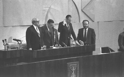 Chaim Herzog takes the presidential oath of office at the Knesset, 5 May, 1983 (HERMAN CHANANIA/GPO)