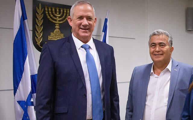 Amir Peretz meets with Benny Gantz at the Knesset, on October 28, 2019. (Yonatan Sindel/Flash90)
