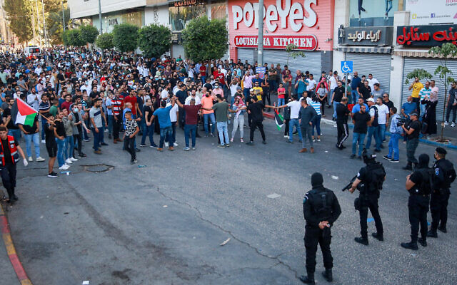 Demonstrators stand off with Palestinian security forces during a protest over the death of Palestinian activist Nizar Banat, in the West Bank city of Ramallah, on July 3, 2021. Photo by Flash90