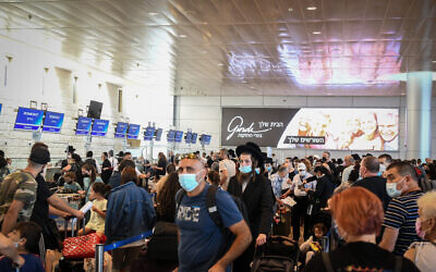 Travelers at Ben Gurion Airport on July 15, 2021. (Flash90)
