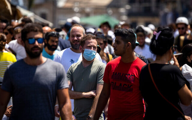 A man wears a facemask at the Mahane Yehuda market in Jerusalem on June 15, 2021. (Olivier Fitoussi/Flash90)