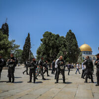 Israeli security forces guard as a group of religious Jews visit the Temple Mount, in Jerusalem's Old City, during Tisha B'Av, on July 18, 2021. (Jamal Awad/Flash90)