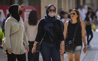 People are seen wearing face masks in Jerusalem, July 19, 2021. (Olivier Fitoussi/Flash90)