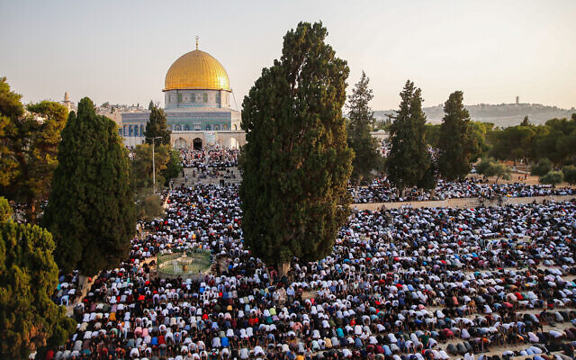 Thousands of Palestinians attend prayers at the Al Aqsa Mosque, in Jerusalem, marking the Muslim holiday of Eid al-Adha, July 20, 2021. (Jamal Awad/Flash90)