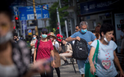 Israelis wear protective face masks in the streets of Tel Aviv, on July 22, 2021. (Miriam Alster/FLASH90)