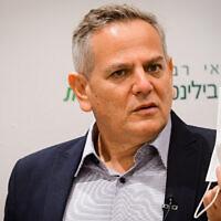 Health Minister Nitzan Horowitz speaks during his visit to the Beilinson Medical Center, on July 27, 2021. (Avshalom Sassoni/Flash90)