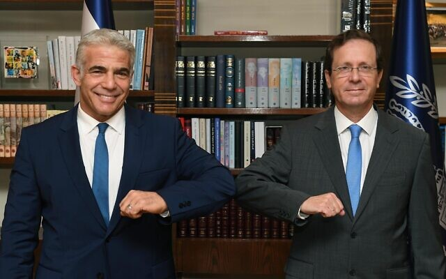 President Isaac Herzog (R) and Foreign Minister Yair Lapid at the President's Residence in Jerusalem on July 18, 2021. (Mark Neyman/GPO)