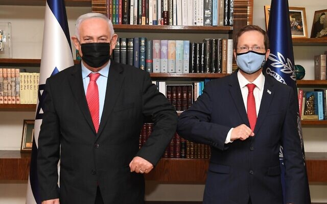 President Isaac Herzog (R) and Opposition Leader Benjamin Netanyahu pose for a photo during a meeting at the President's Residence in Jerusalem, July 25, 2021. (Mark Neyman/GPO)