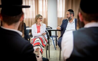 JDC's new CEO Ariel Zwang visits with participants of Hanoch Digital, a JDC program that helps Israeli Haredim embrace technology to confidently enter the job market. (courtesy)