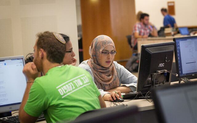 Illustrative: Arab and Jewish students at Hebrew University in Jerusalem on the first day of the academic year, October 18, 2015. (Miriam Alster/Flash90)