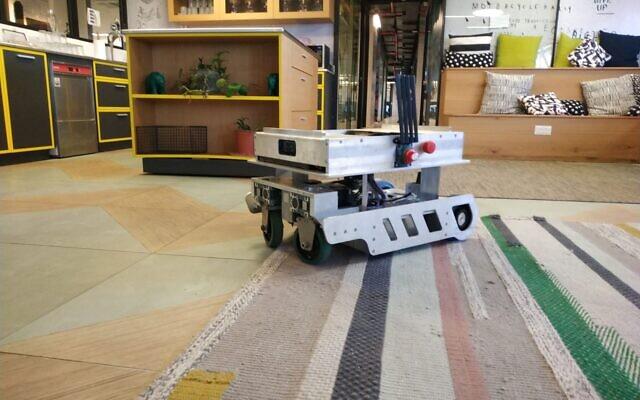 The robot developed by the Israeli startup Seamless Vision. (Courtesy Sheba Medical Center)