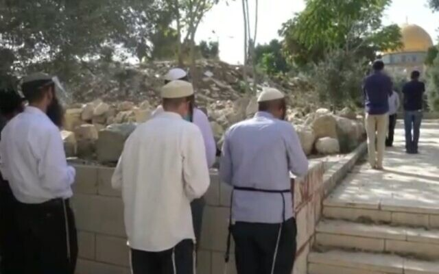 Jewish prayer on the Temple Mount, as reported by Channel 12 news, on July 17, 2021. (Channel 12 screenshot)