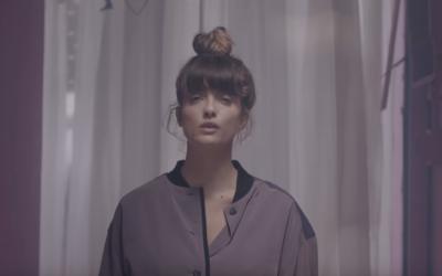 Electronic musician Noga Erez seen in a music video for her single 'Dance While You Shoot'. (Screenshot: Youtube)
