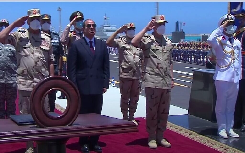 Egyptian President Abdel Fattah el-Sissi attends the Qader 2021 military exercise, July 4, 2021 (YouTube screen capture)