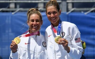 Gold medalists USA's April Ross (L) and Alix Klineman pose with their medals after the victory ceremony of the women's beach volleyball event during the Tokyo 2020 Olympic Games at Shiokaze Park in Tokyo on August 6, 2021. (Angela WEISS/AFP)