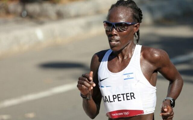 Israel's Lonah Chemtai Salpeter competes in the women's marathon during the Tokyo 2020 Olympic Games in Sapporo on August 7, 2021. (Giuseppe CACACE / AFP)
