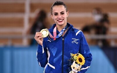 Israel's Linoy Ashram poses with her gold medal during the podium ceremony of the individual all-around final of the Rhythmic Gymnastics event during Tokyo 2020 Olympic Games at Ariake Gymnastics center in Tokyo, on August 7, 2021. (Lionel BONAVENTURE / AFP)