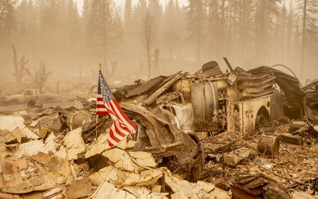 An American flag is placed on a burned fire engine at a burned fire station in downtown Greenville, California on August 7, 2021. (JOSH EDELSON / AFP)