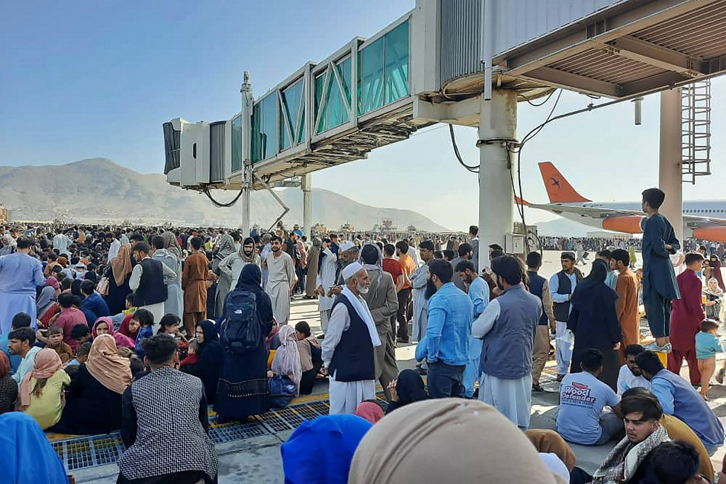 Chaos on the runway: Kabul airport mobbed as Afghans make desperate dash to  exit | The Times of Israel