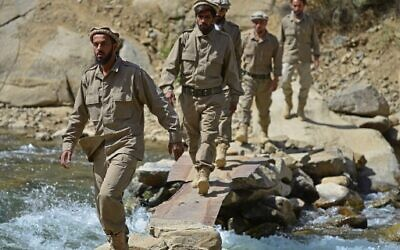 Newly absorbed personnel in the Afghan security forces take part in a military training in Bandejoy area of Dara district in Panjshir province on August 21, 2021. (Ahmad SAHEL ARMAN / AFP)