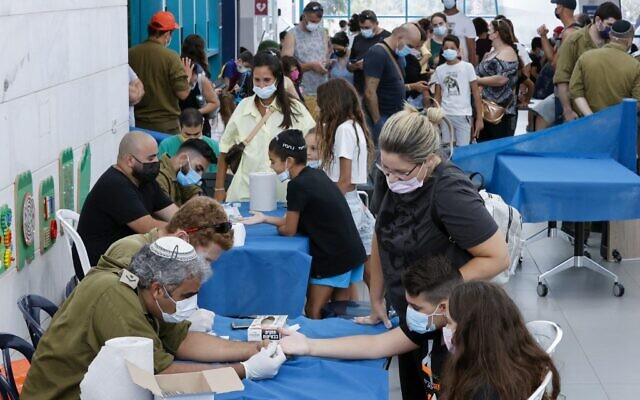 Israeli children undergo COVID-19 antibody testing in the coastal city of Netanya on August 22, 2021. (JACK GUEZ / AFP)