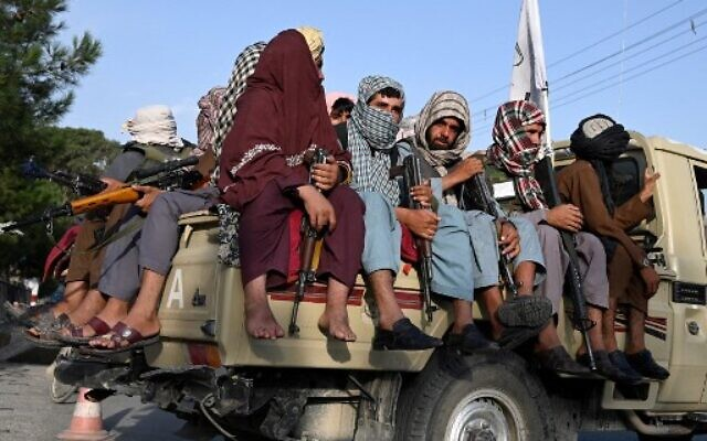 Taliban fighters in a vehicle patrol the streets of Kabul on August 23, 2021 (Wakil KOHSAR / AFP)
