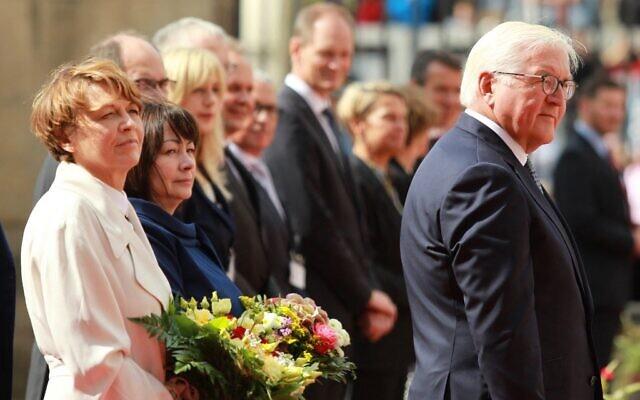German President Frank-Walter Steinmeier (R), his wife Elke Büdenbender and wife of Czech President Milos Zeman, Katerina Zemanova attend a welcome ceremony, ahead their meeting on August 26, 2021, in Prague, Czech Republic. (MILAN KAMMERMAYER / AFP)