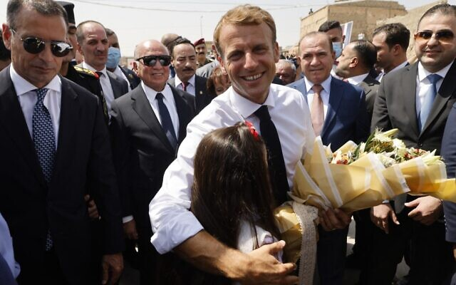 French President Emmanuel Macron (C) is welcomed upon his arrival at the Al-Nuri Mosque in Iraq's second city of Mosul, in the northern Nineveh province, on August 29, 2021. (Ludovic MARIN / AFP)
