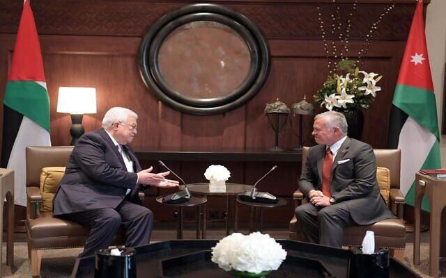 Palestinian Authority President Mahmoud Abbas (L) meets with King Abdullah II of Jordan in Amman, August 15, 2021. (WAFA)