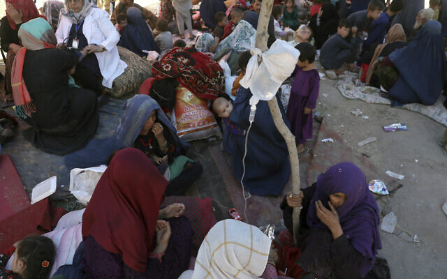 Internally displaced Afghan women from northern provinces, who fled their home due to fighting between the Taliban and Afghan security personnel, receive medical care in a public park in Kabul, Afghanistan on August 10, 2021. (AP Photo/Rahmat Gul)