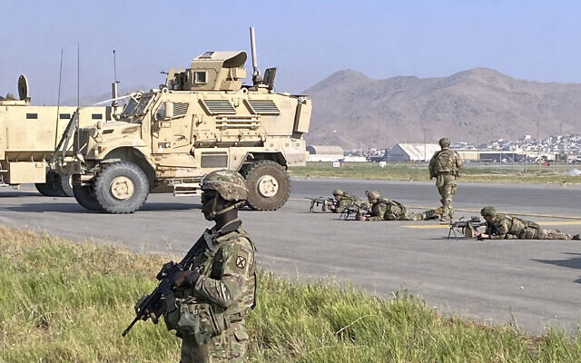US soldiers stand guard along a perimeter at the international airport in Kabul, Afghanistan, on August 16, 2021. (AP Photo/Shekib Rahmani)