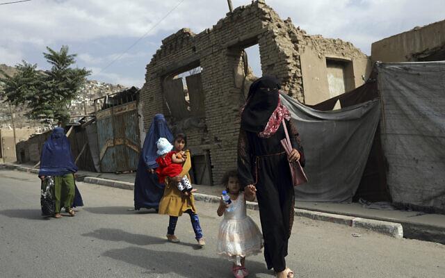 Afghan women in burqas walk on a street in Kabul, Afghanistan, Sunday, Aug. 22, 2021. (AP Photo/Rahmat Gul)