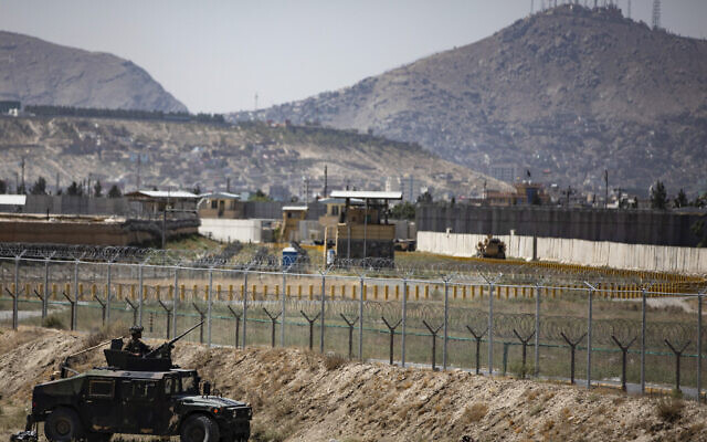 US paratroopers assigned to the 1st Brigade Combat Team, 82nd Airborne Division, conduct security as they continue to help facilitate evacuations at Hamid Karzai International Airport in Kabul, Afghanistan, August 25, 2021. (Department of Defense via AP)