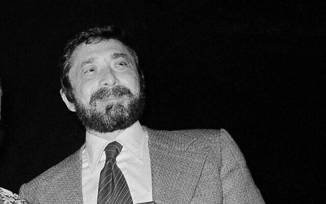 Walter Yetnikoff in New York on January 17, 1978. (AP/Carlos Rene Perez)