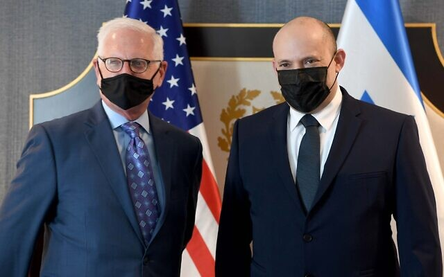Prime Minister Naftali Bennett meets with AIPAC CEO Howard Kohr in Washington on August 25, 2021. (Avi Ohayon/GPO)